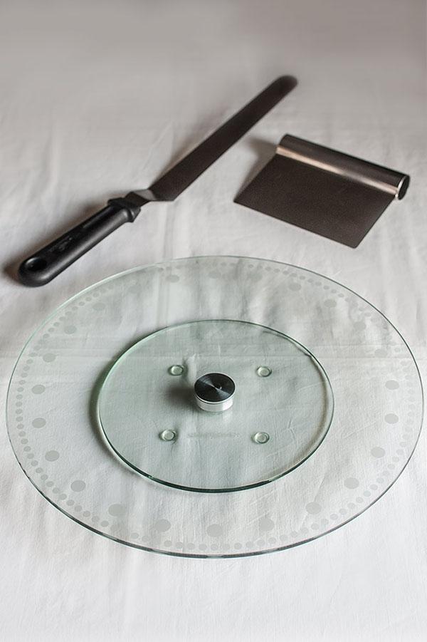 Soporte o stand giratorio de cristal para tartas