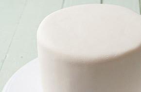 Cómo cubrir una tarta redonda con fondant
