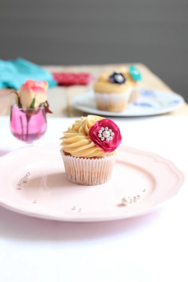 Cómo hacer un broche con pasta de goma para decorar un cupcake