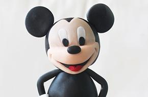 Cómo modelar a Mickey Mouse paso a paso con fondant y pasta de goma