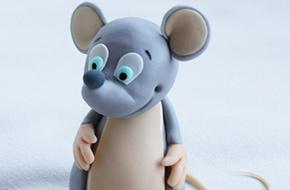 Modelado paso a paso de un ratoncito con fondant y pasta de goma