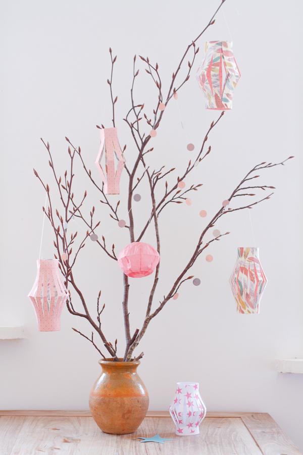 C mo hacer farolillos de papel para navidad for Como hacer adornos navidenos faciles