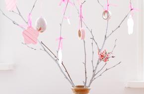 Rama decorada de primavera para Pascua