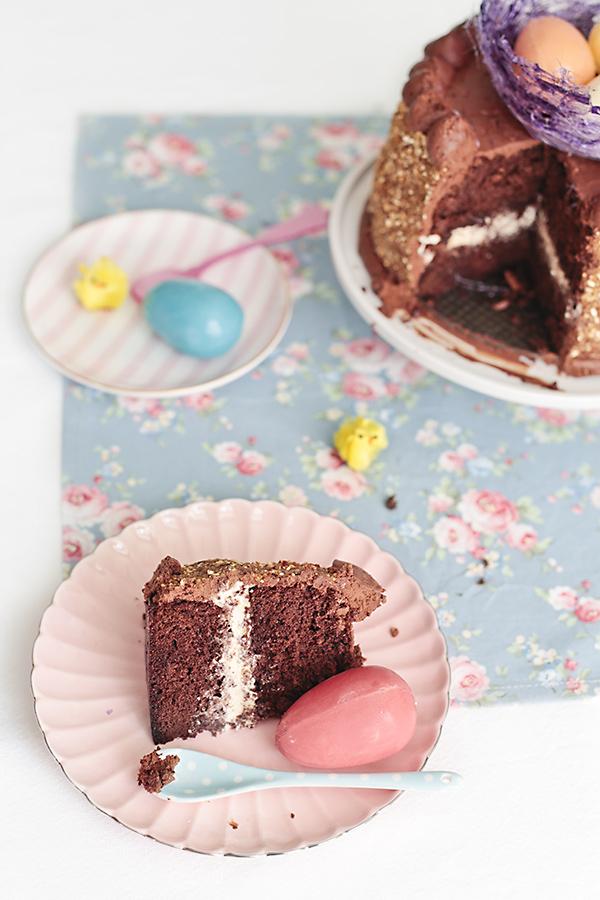 corte de mona de pascua de chocolate