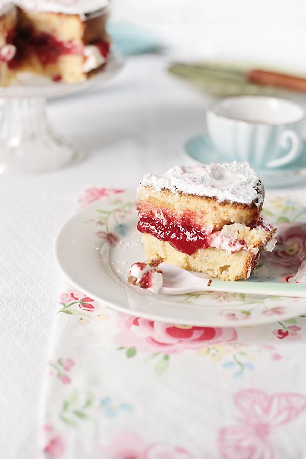 corte de victoria sponge cake