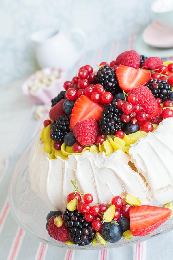 pavlova-pistachos-frutos-bosque-1