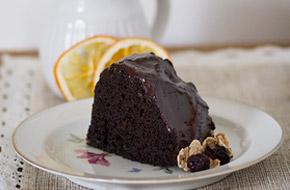 Bundt cake de chocolate con salsa de chocolate y café