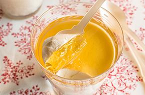 Panna cotta con gelatina de sidra
