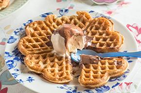 Gofres caseros con helado de vainilla