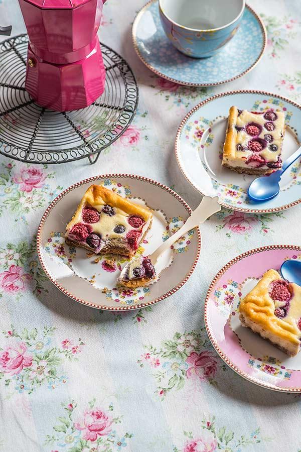pastelitos queso frutas rojas