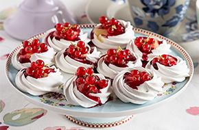 Minipavlovas con frutos rojos