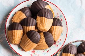 Cómo hacer madeleines con chocolate