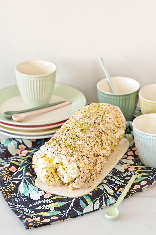 Brazo de merengue, limón y pistachos