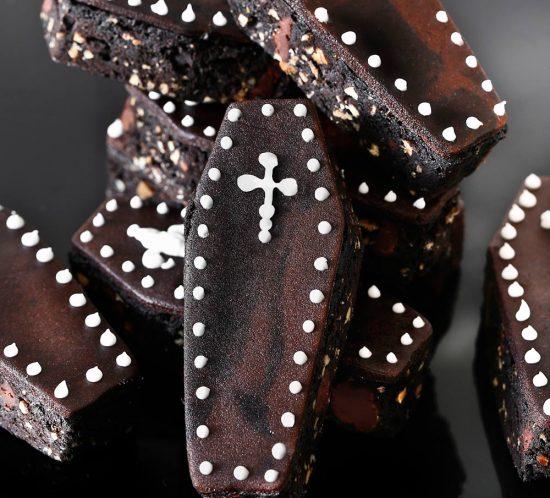 Receta sarcófagos de brownie y mazapán para Halloween